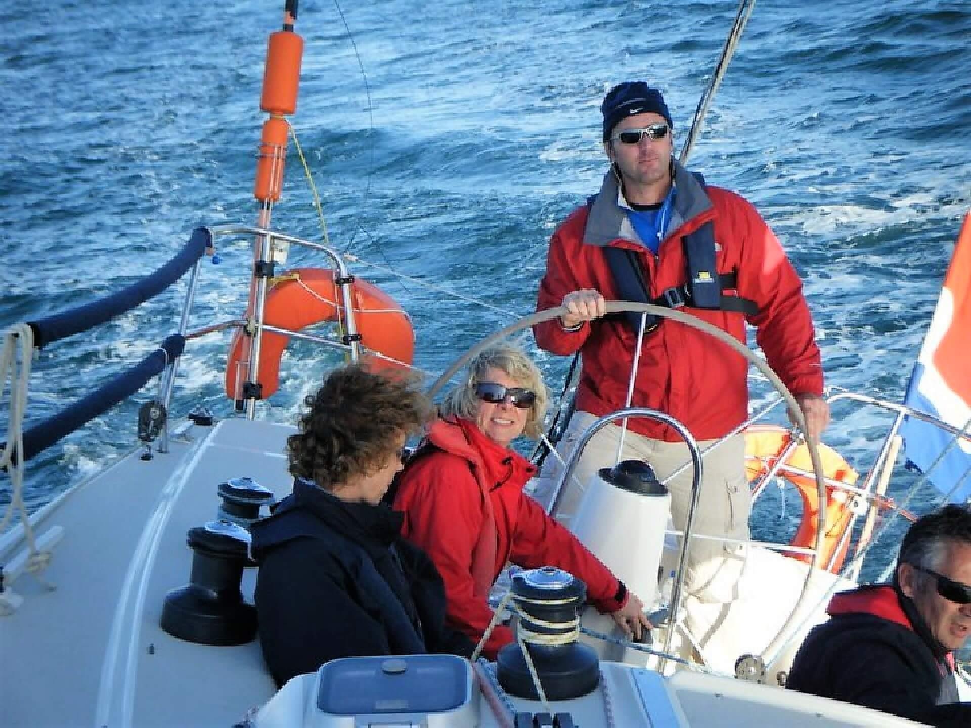 Segeln lernen im Mannschaftswettbewerb in der Algarve